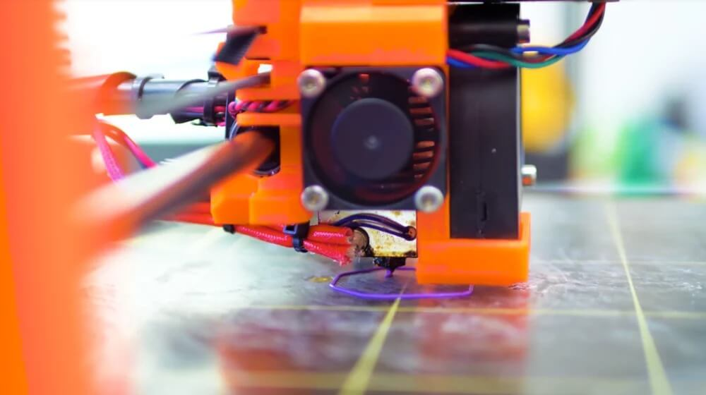 3d-printer-extruding-the-first-layer-settings