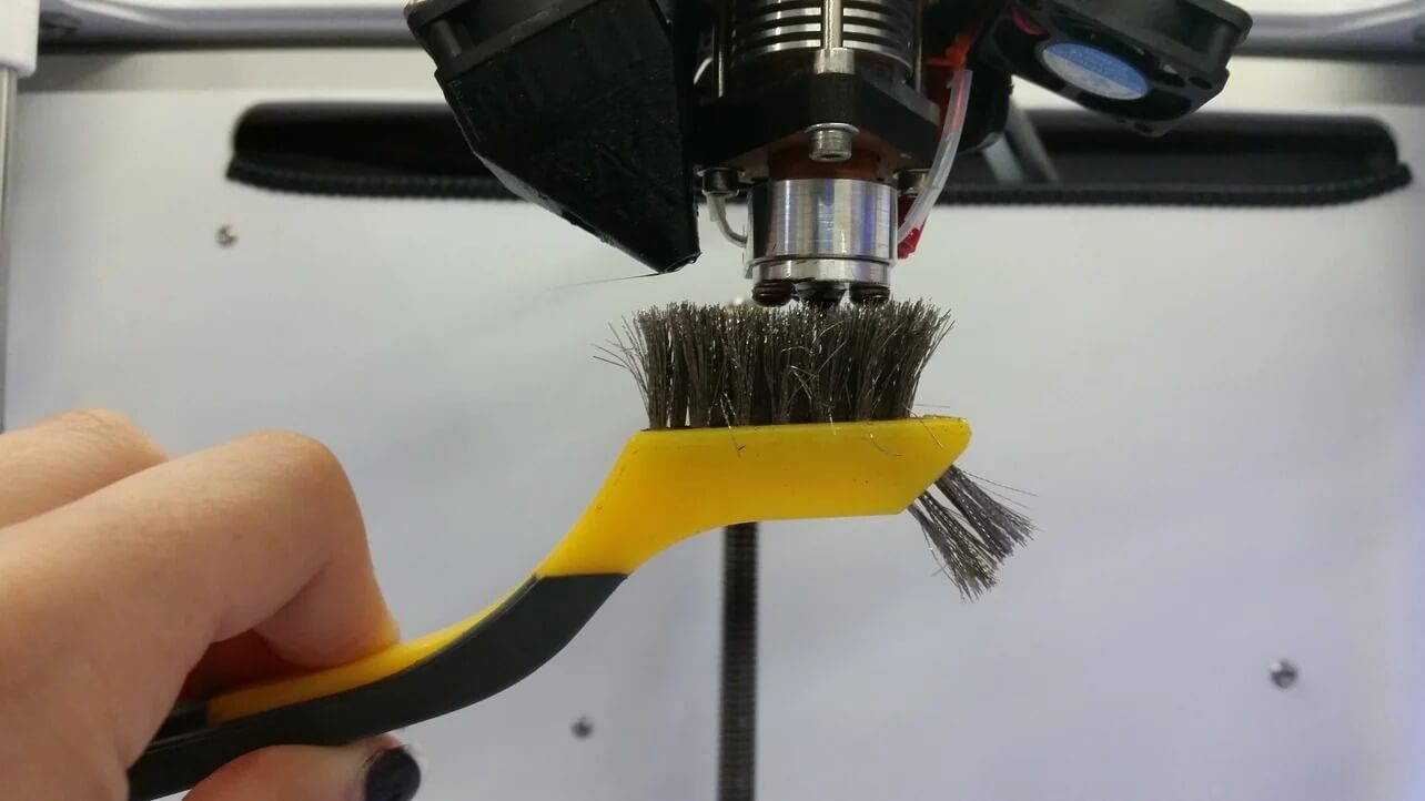 cleaning-a-nozzle-with-a-wire