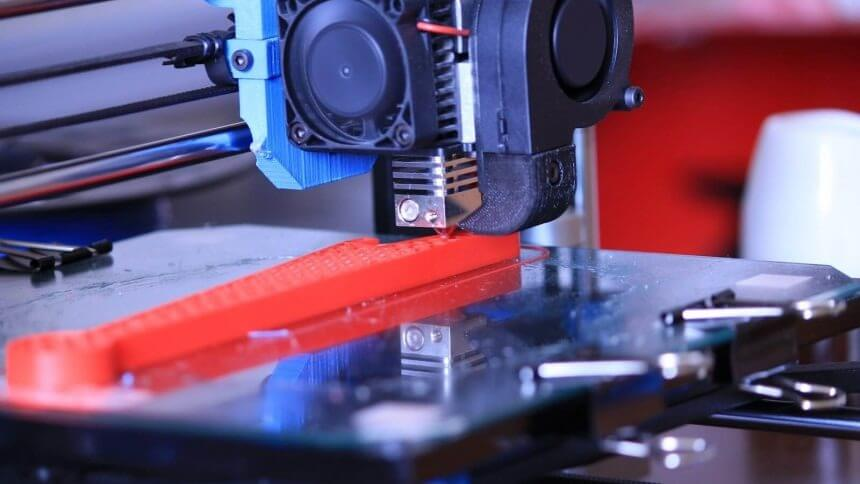 ABS-extruder-laying-ABS-layer-by-layer