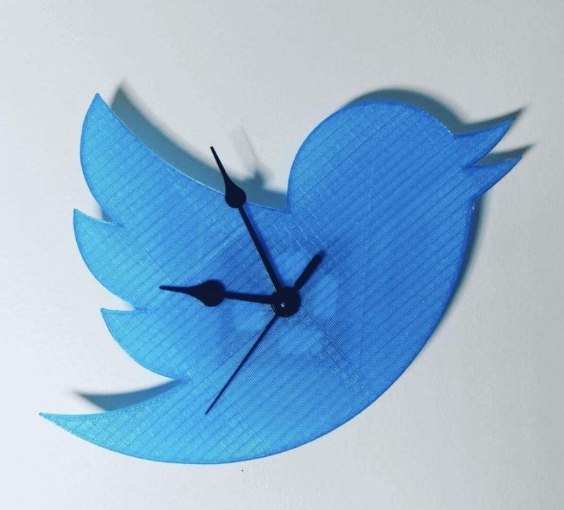 Twitter Clock by Gonzalo Rodriguez Nolasco
